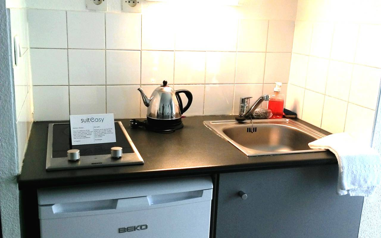 residence suiteasy avignon republique kitchenette