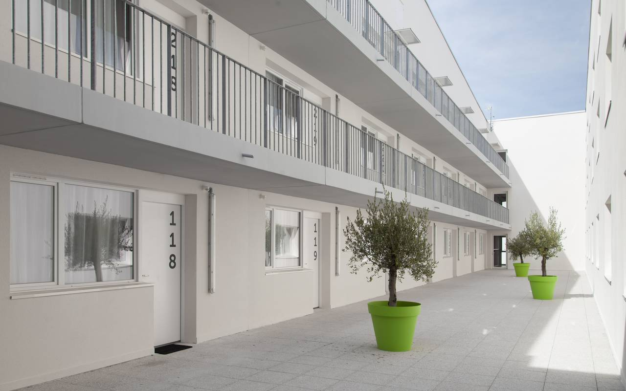 residence suiteasy h2o la rochelle cour interieure