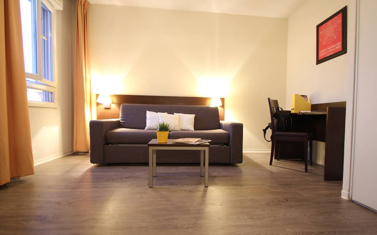 residence suiteasy montpellier citadelle studio salon