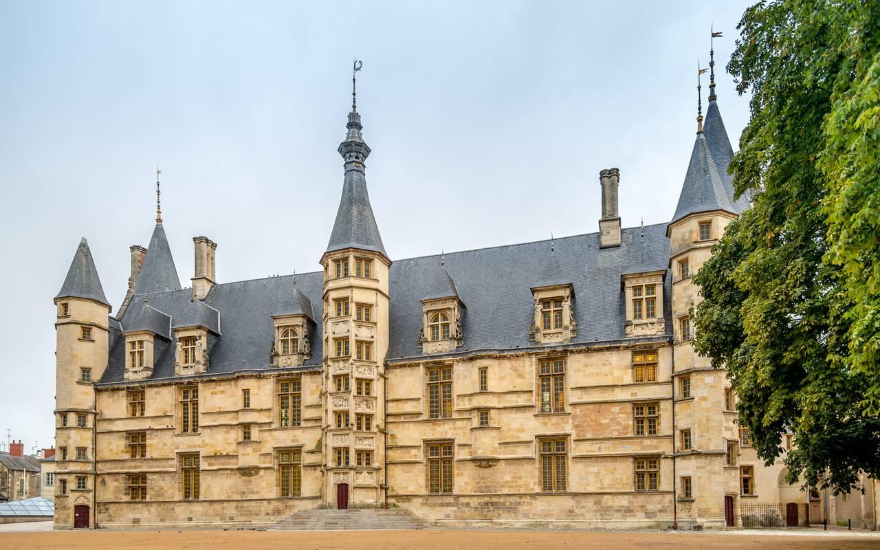 residence suiteasy nevers palais des ducs de nevers
