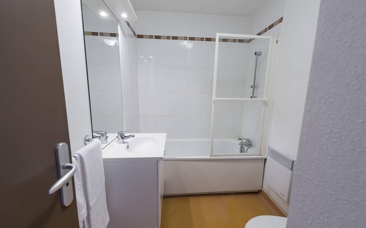 residence suiteasy nevers salle de bain