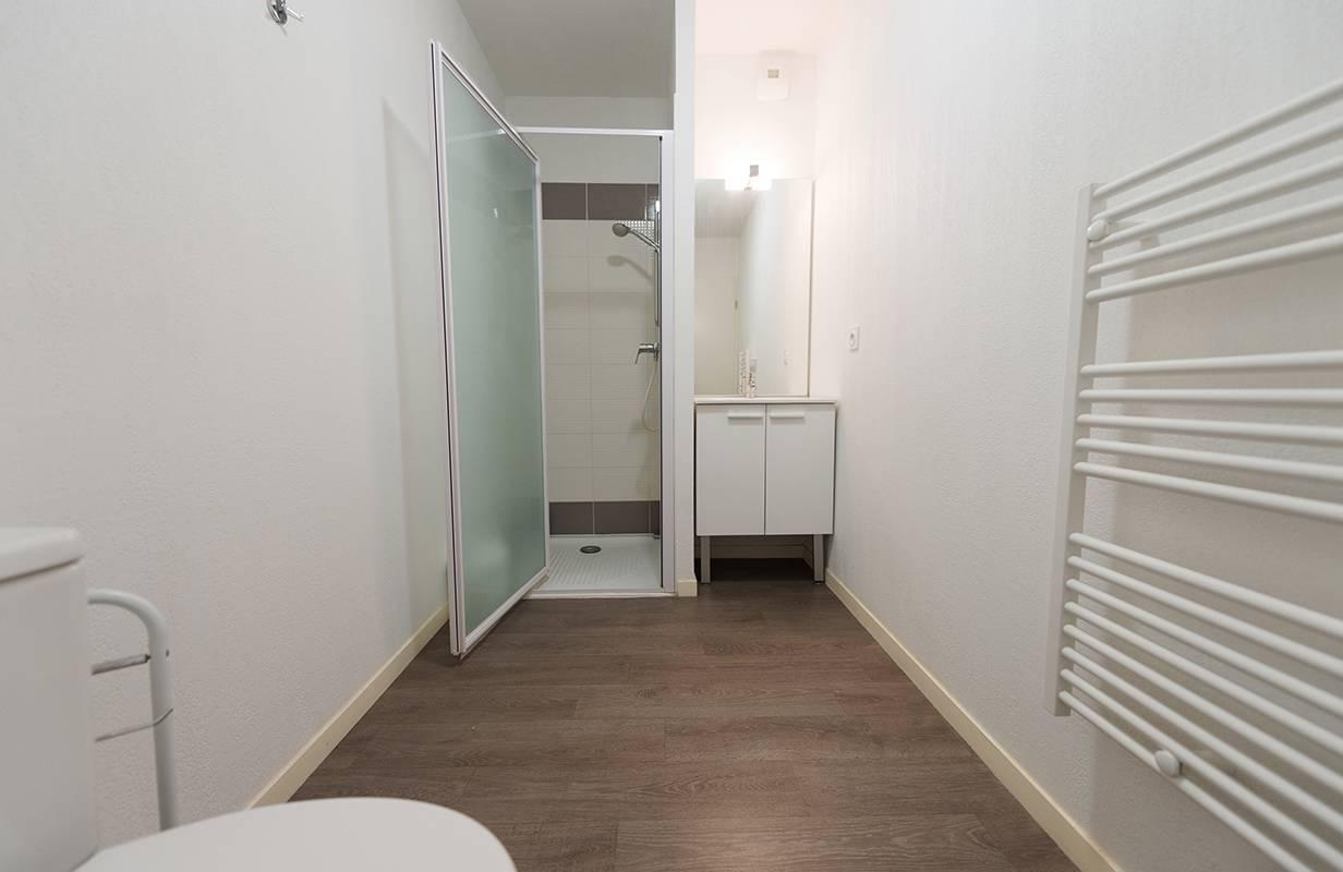residence suiteasy h2o la rochelle salle de bain