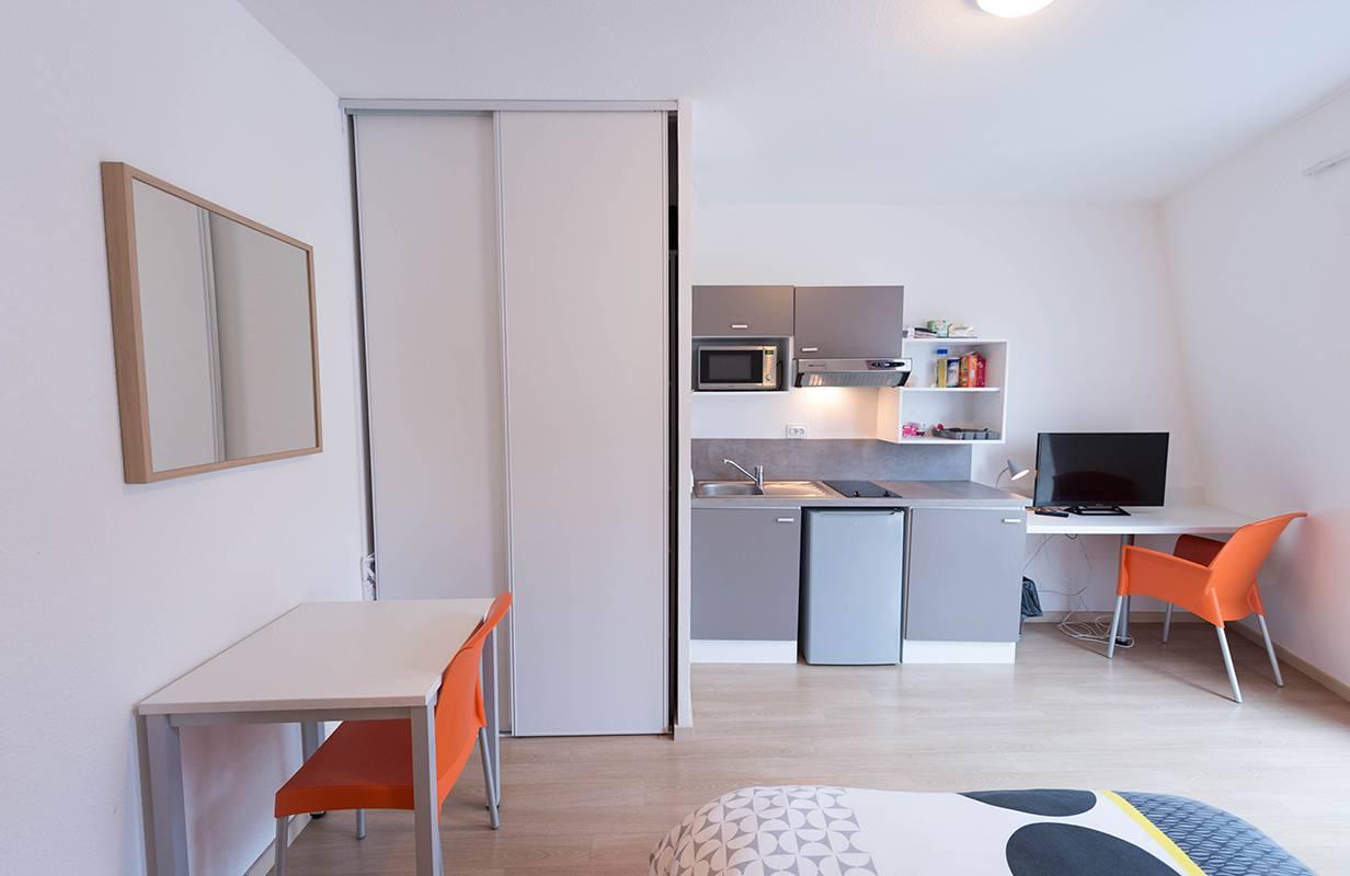 residence suiteasy oxygene lyon studio kitchenette 2