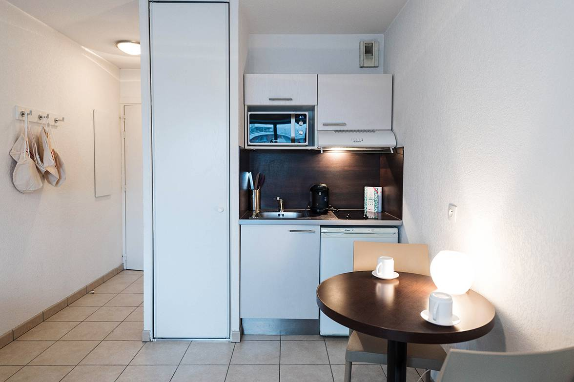 residence suiteasy parc avenue annemasse kitchenette 3