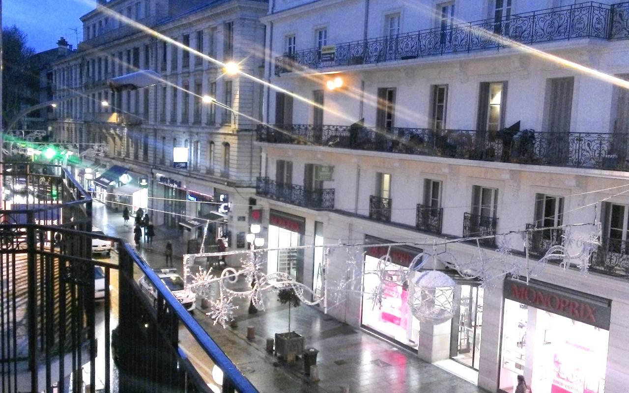 vue extérieure depuis résidence location moyen séjour à Avignon