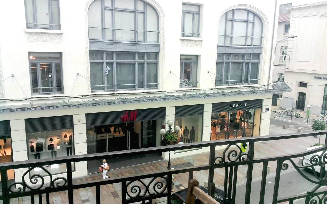 vue extérieure depuis résidence location court séjour à Avignon