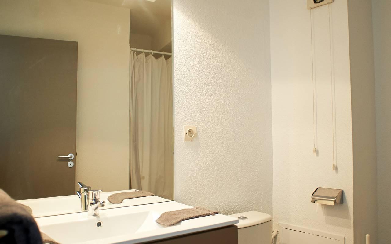 salle de bain studio location moyen séjour à Avignon
