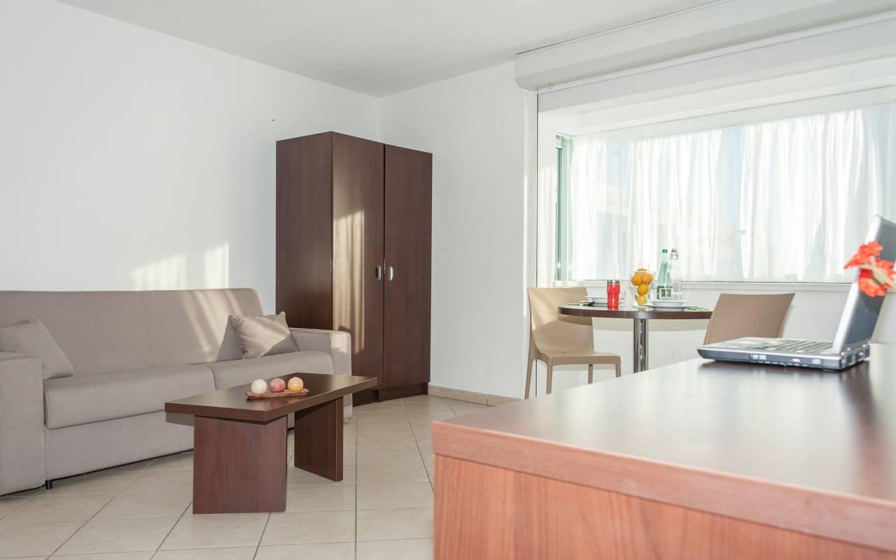 Salon appartement location saisonnière à Annemasse