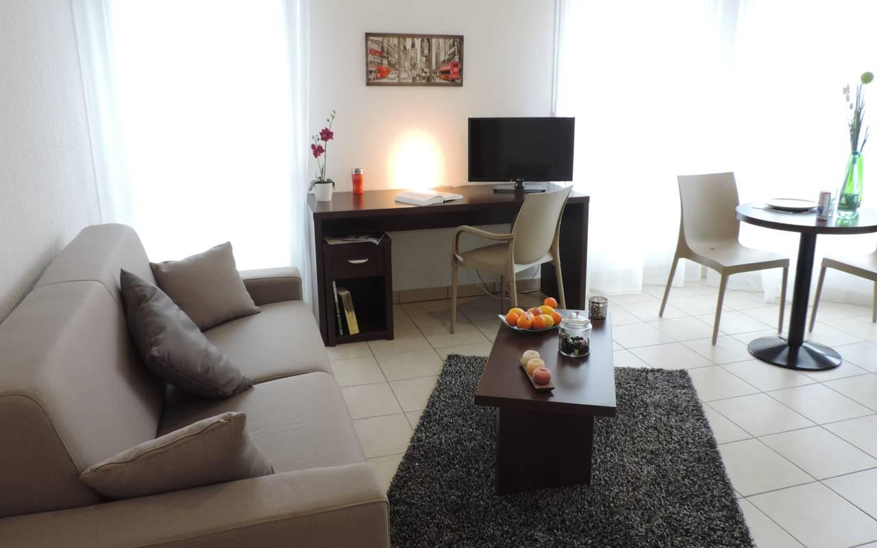 salon appartement location court séjour à Annemasse