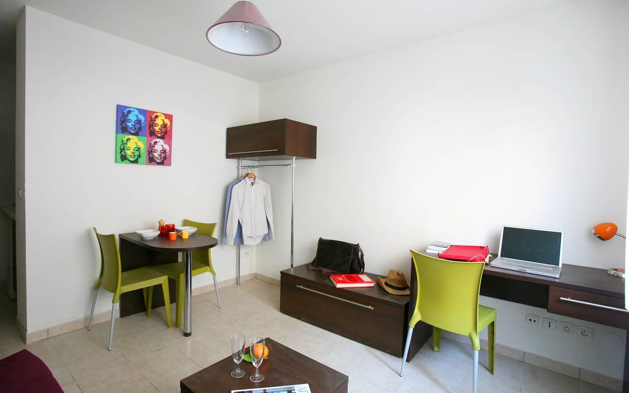 studio avec coin bureau location moyen séjour à Béziers