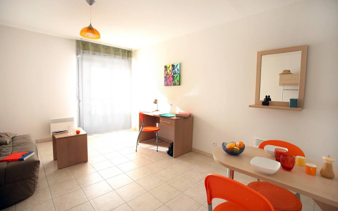 pièce à vivre studio location court séjour à Béziers