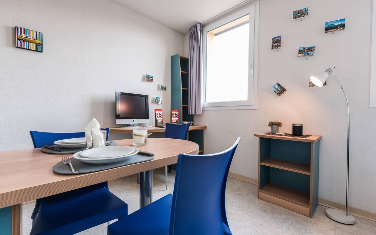studio avec coin repas location moyen séjour à Clermont Ferrand