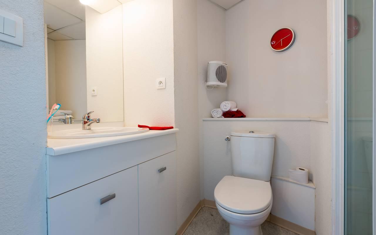 salle de douche location court séjour studio à Clermont Ferrand