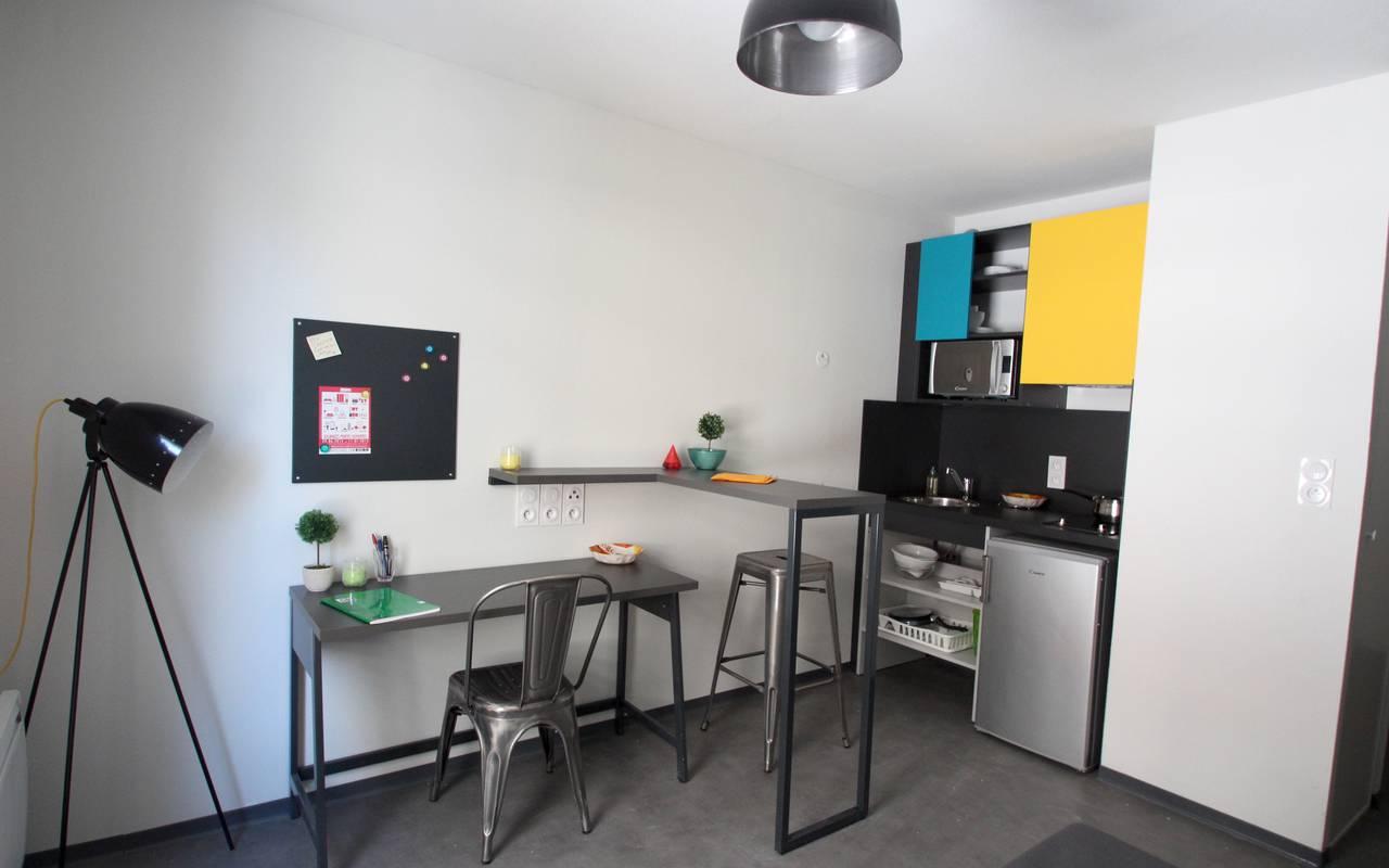 coin bureau et kitchenette studio location moyen séjour à Marseille