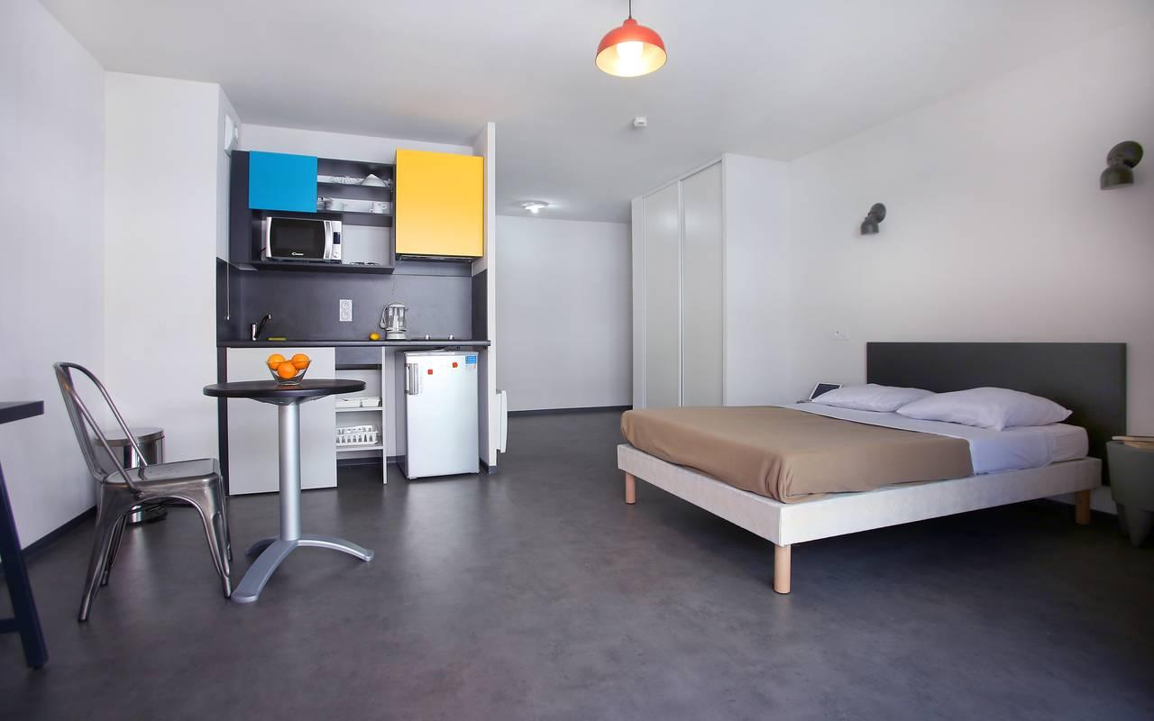 pièce à vivre studio location court séjour à Marseille