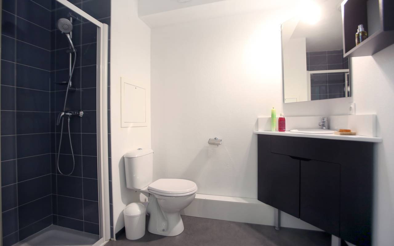salle douche studio location court séjour à Marseille
