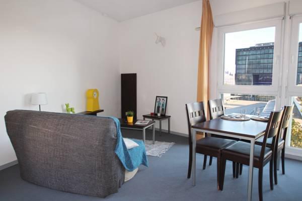 salon appartement location moyen séjour à Montpellier