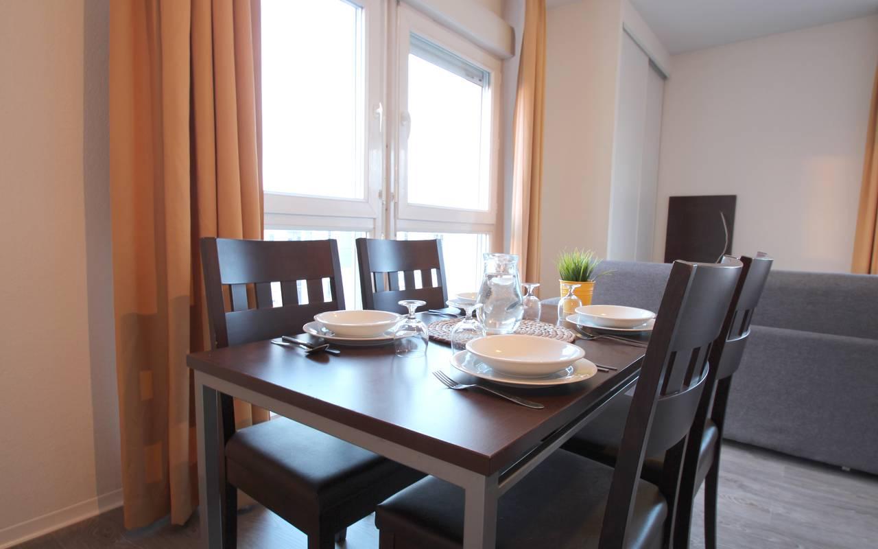 coin repas appartement location saisonnière à Montpellier