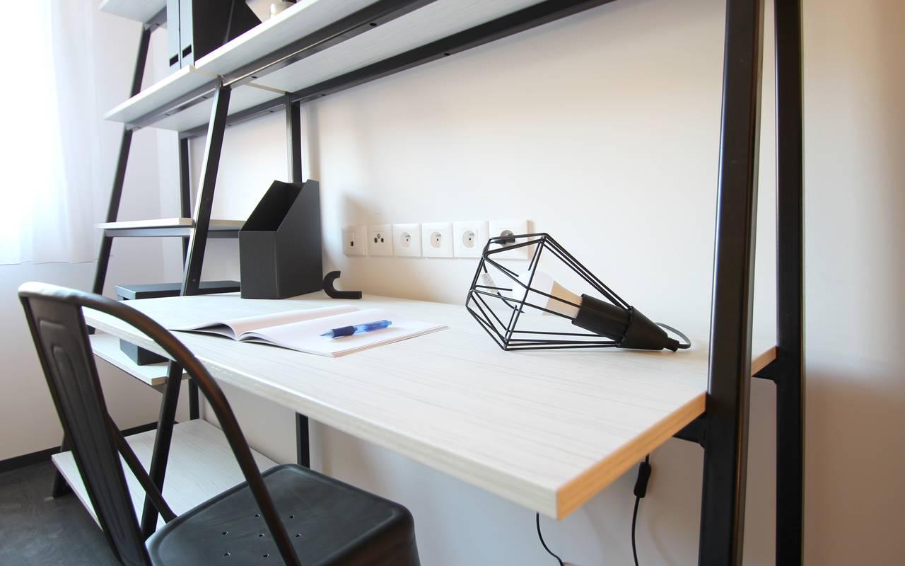 coin bureau studio location moyen séjour à Nimes