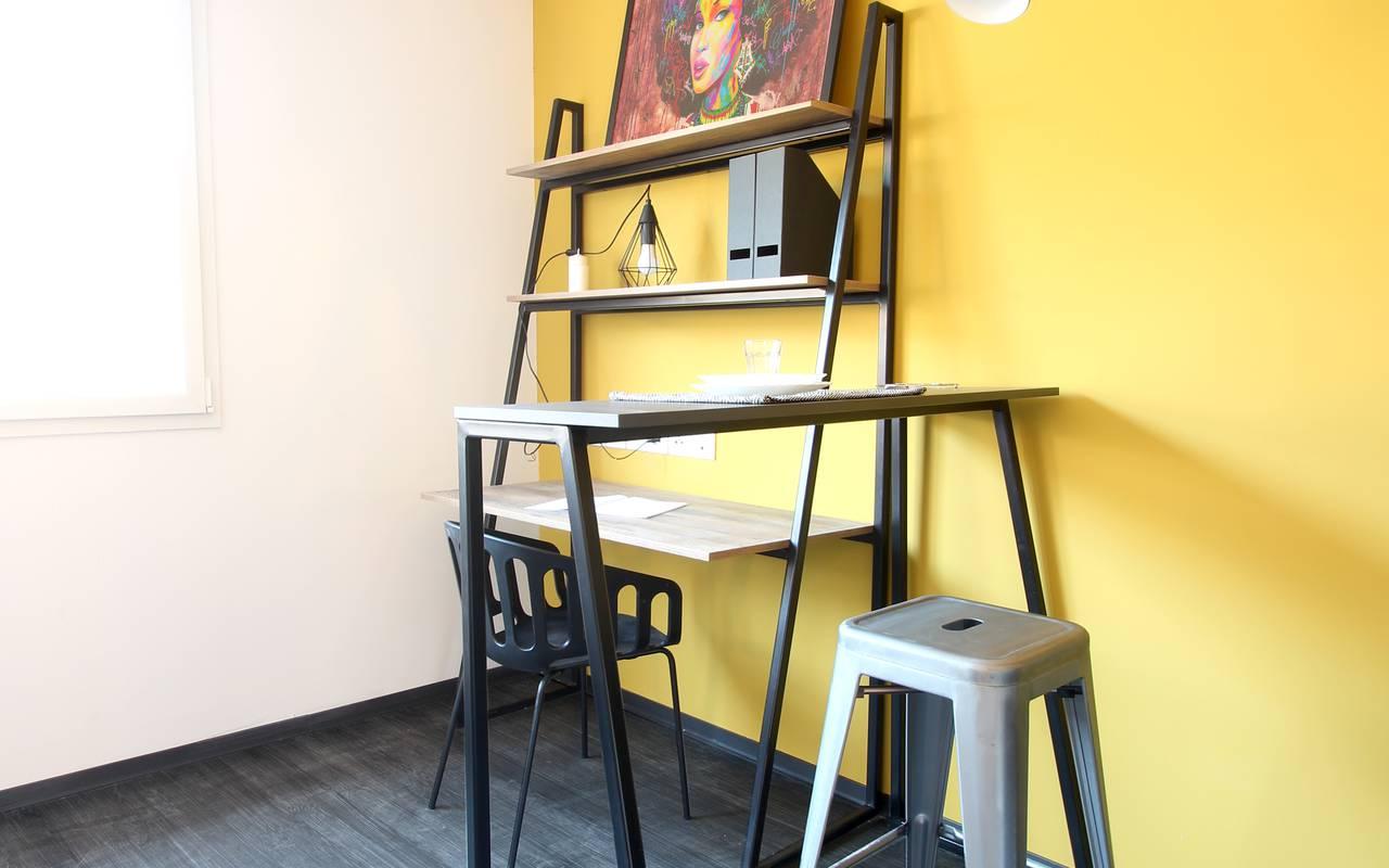 coin bureau et bar studio location court séjour à Nimes