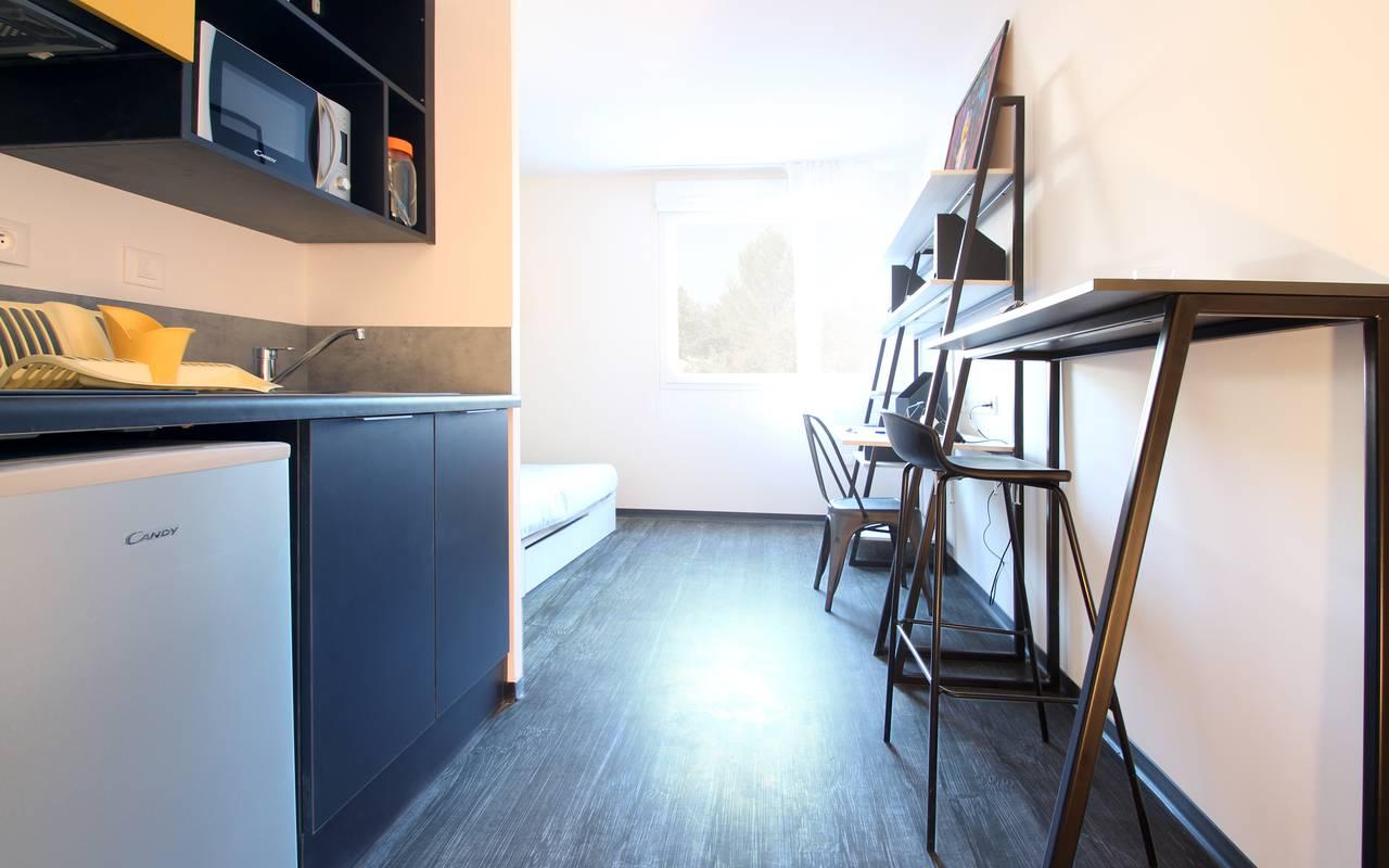 studio location court séjour à Nimes