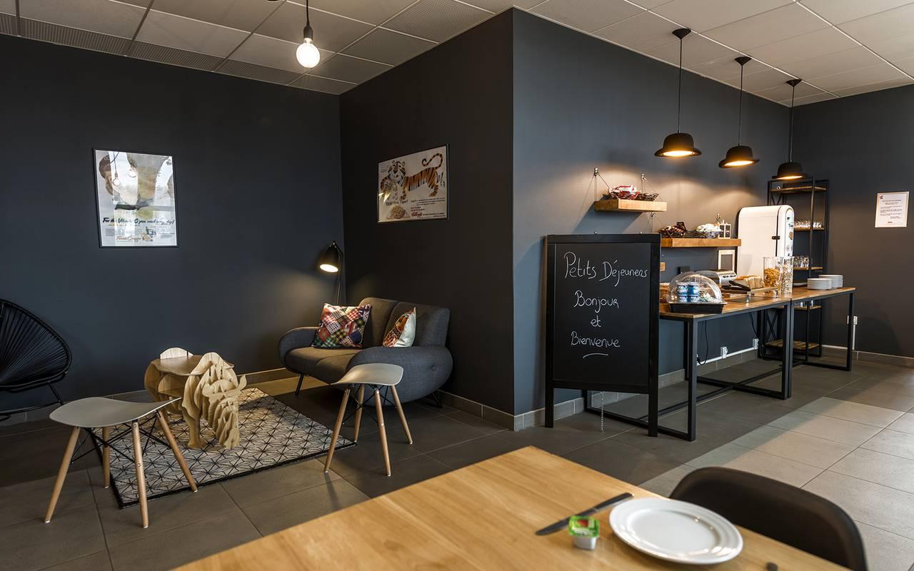 salle de petit déjeuner résidence location moyen séjour à Nevers