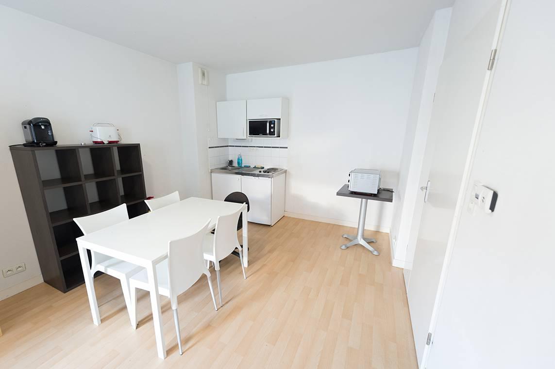 kitchenette appartement 3 pièces location saisonnière à Nantes