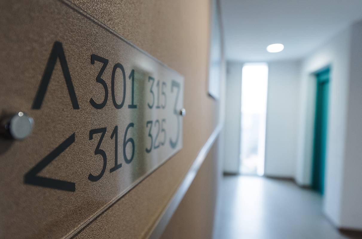 couloir résidence location séjour à La Rochelle