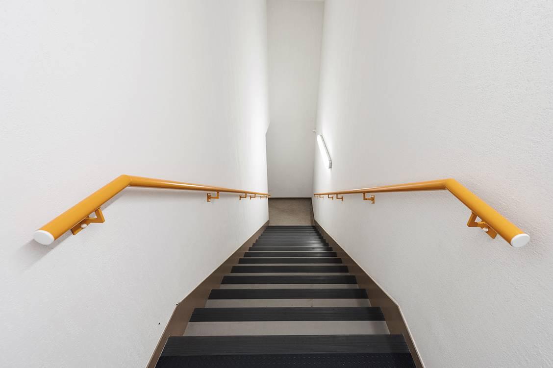 escalier résidence location court séjour à La Rochelle