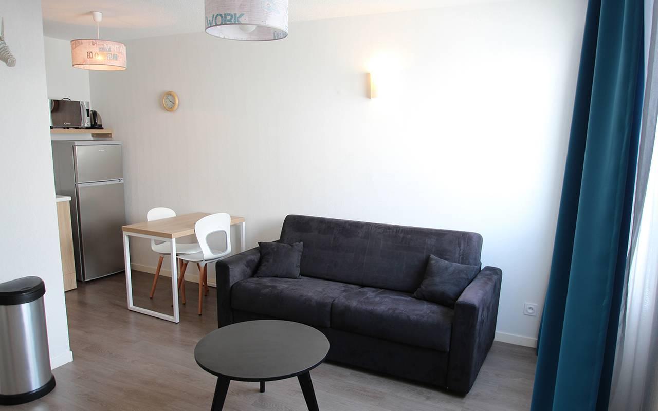 salon appartement location saisonnière à La Rochelle