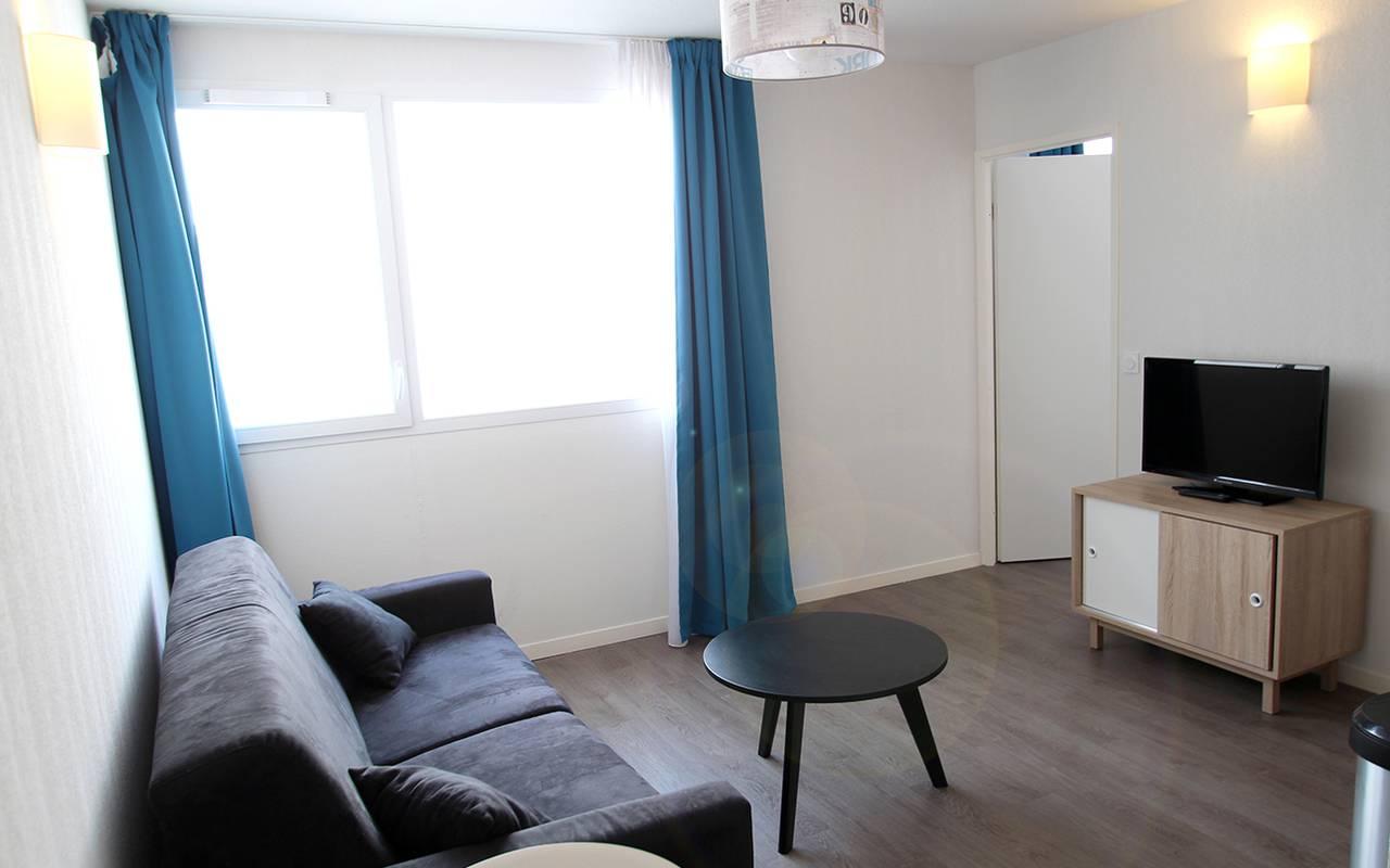 salon appartement 3 pièces location moyen séjour à La Rochelle