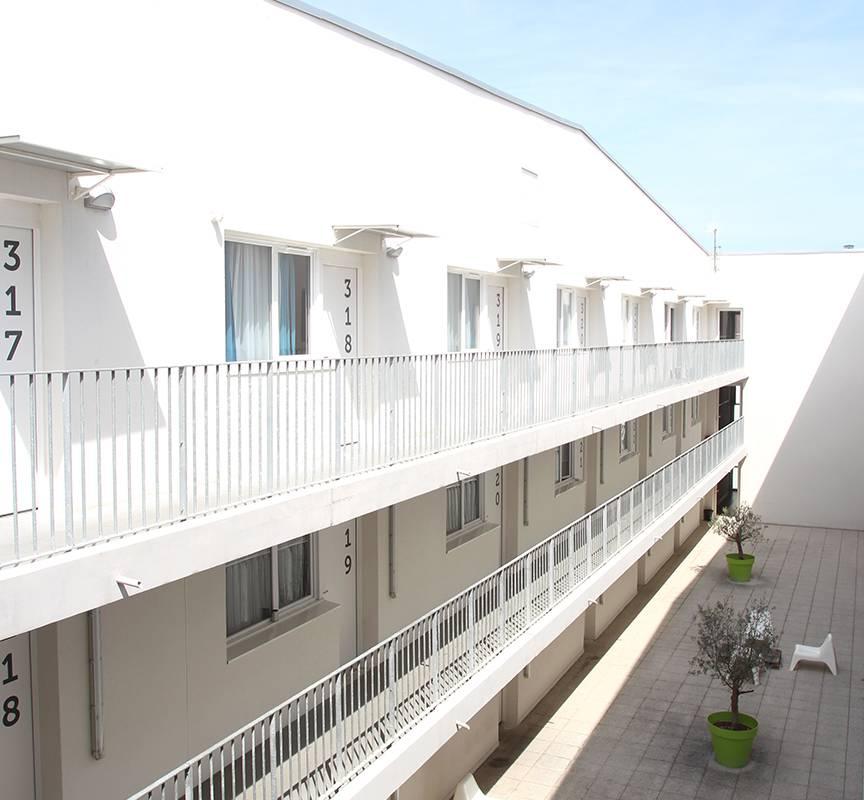cour extérieure résidence location séjour à La Rochelle