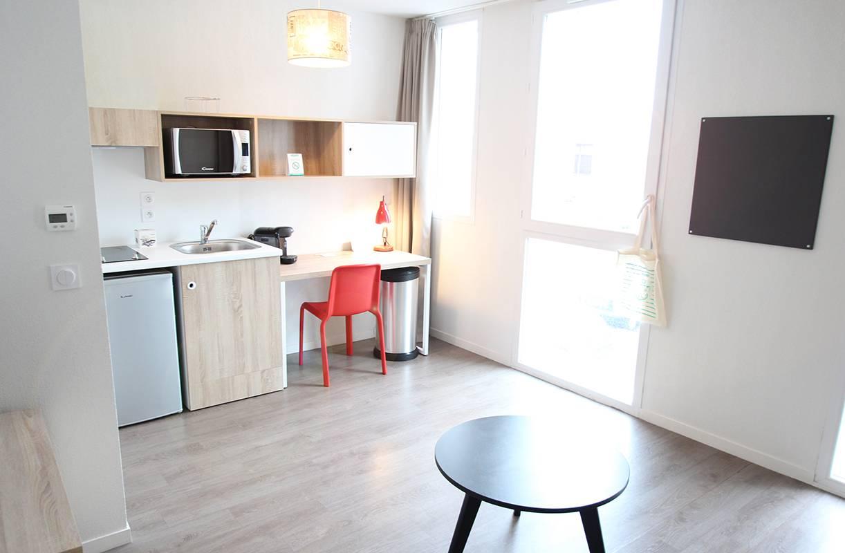 pièce à vivre studio location moyen séjour à La Rochelle