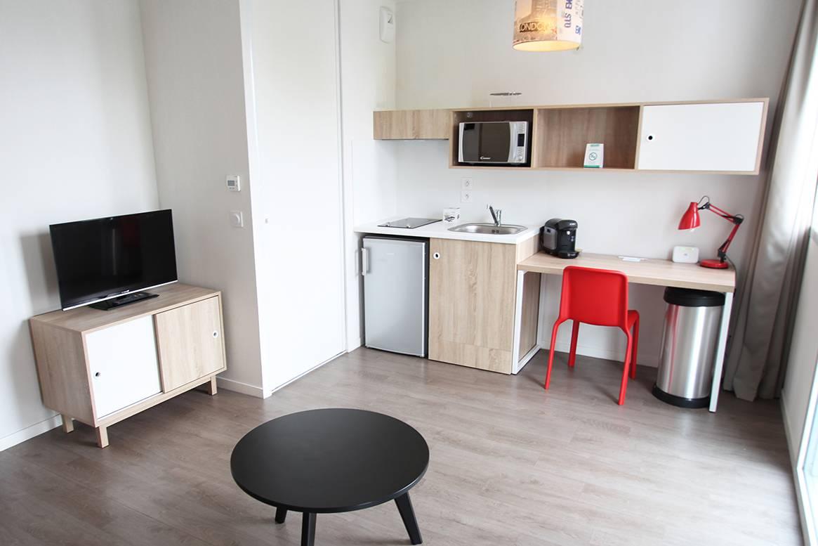 pièce à vivre studio location court séjour à La Rochelle