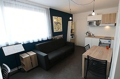 salon appartement location moyen séjour à Rennes