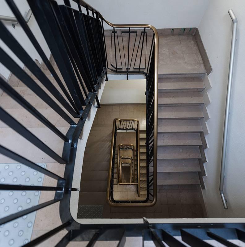 escaliers résidence location séjour à Rouen