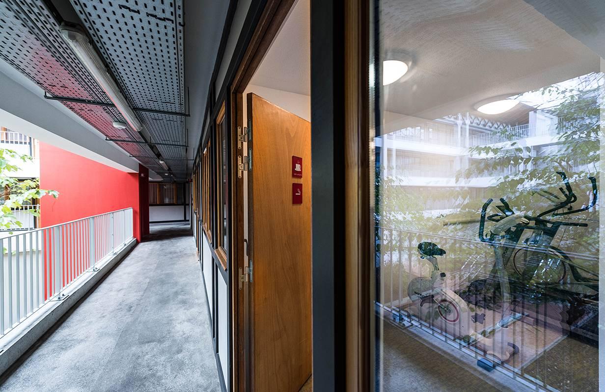 couloir extérieur résidence location moyen séjour à Lyon