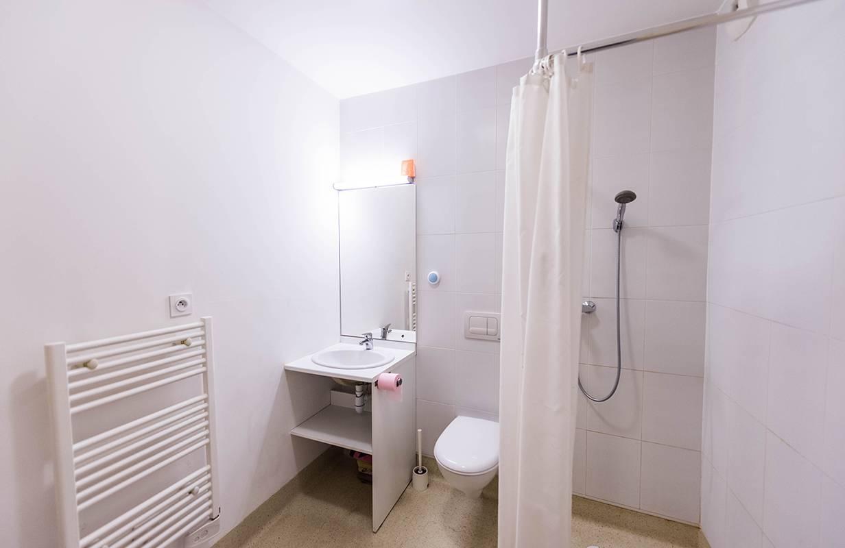 salle de bain studio location moyen séjour à Lyon