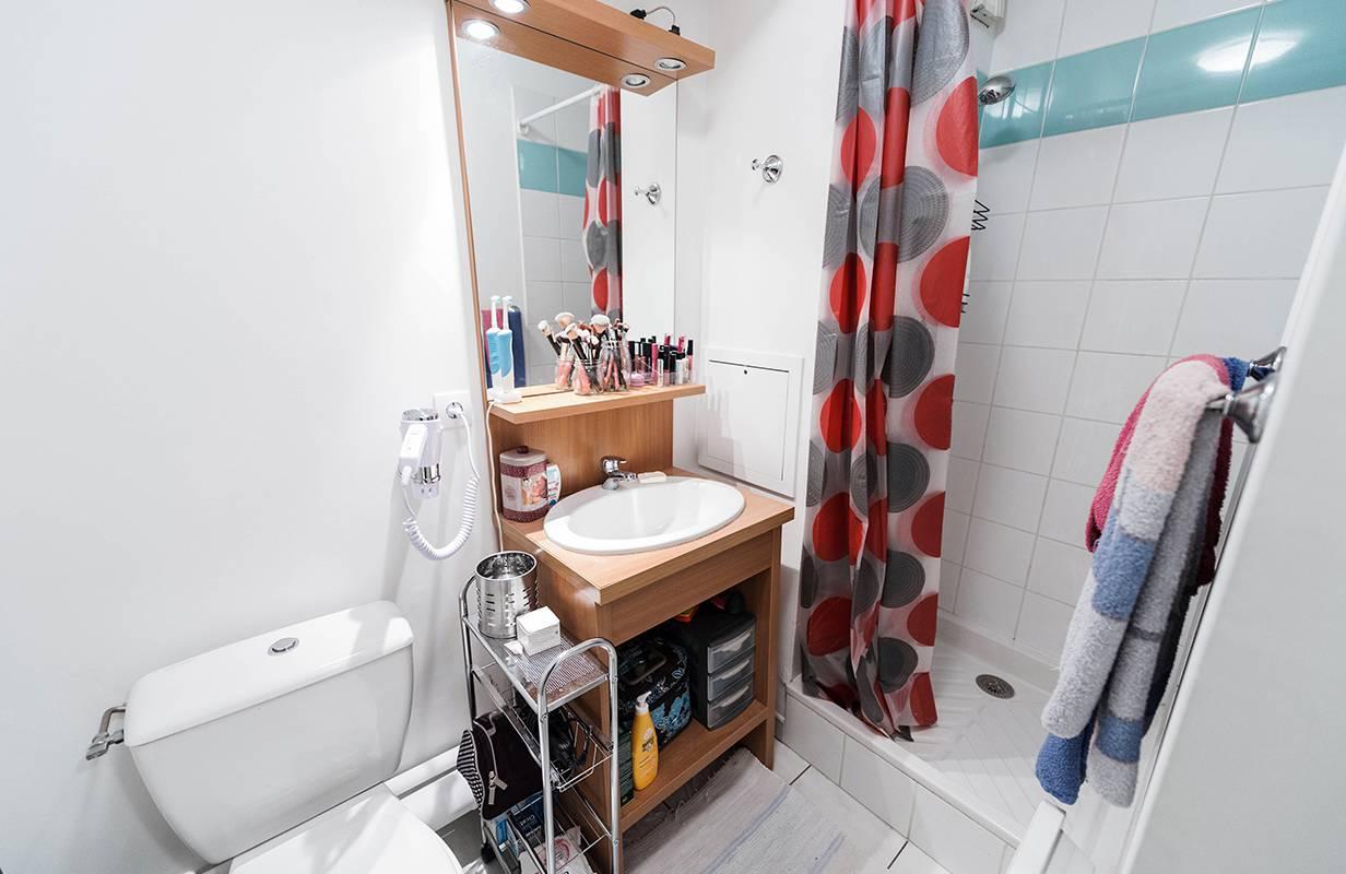 salle de bain studio location court séjour à Annemasse