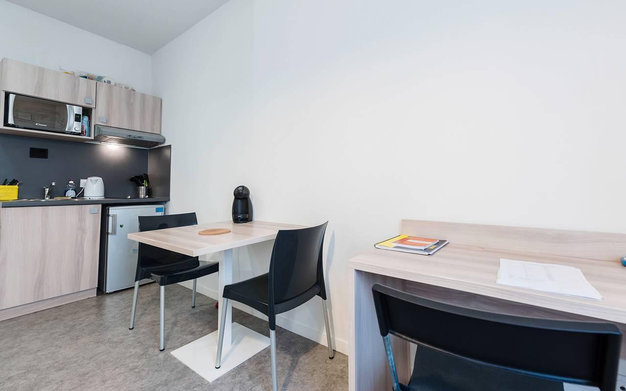 pièce à vivre appartement 2 pièces location moyen séjour à Reims