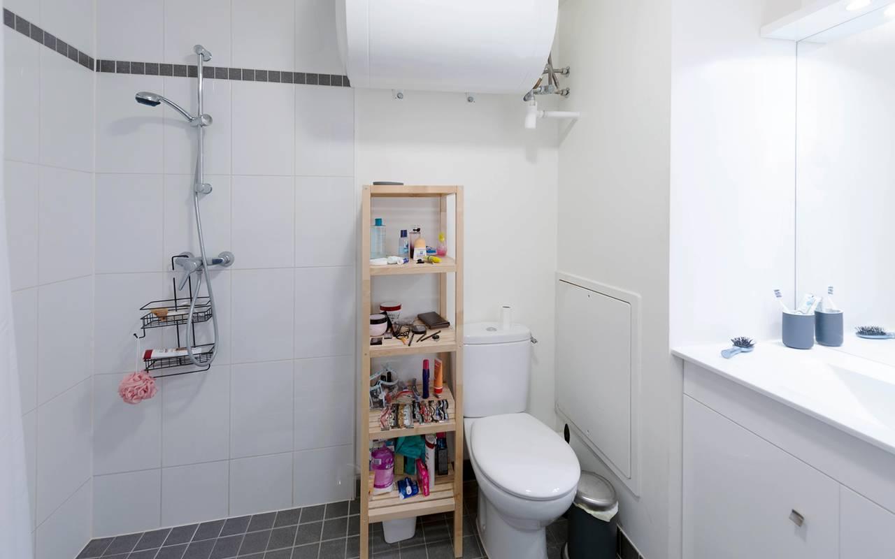 salle de bain appartement location saisonnière à Reims