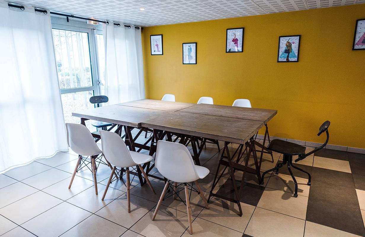 salle commune résidence location court séjour à Toulouse