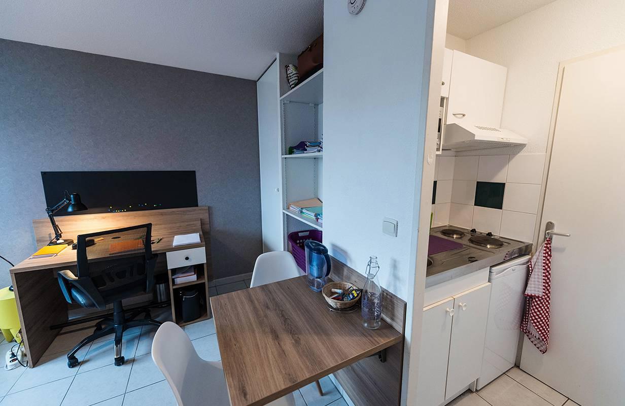 studio avec kitchenette location saisonnière à Toulouse